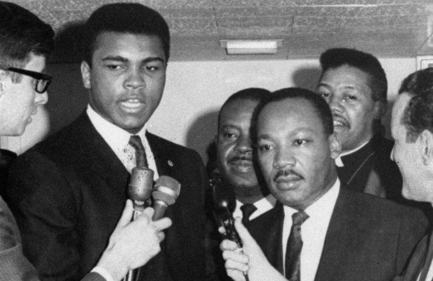 Muhammad Ali ao lado do reverendo Martin Luther King Jr.