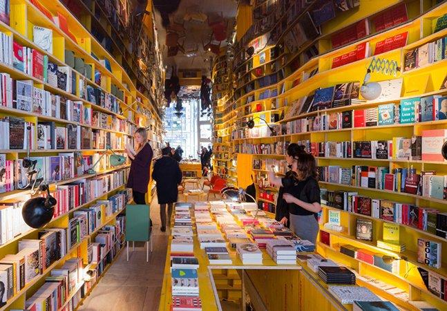 Livraria propõe detox digital proibindo o uso de dispositivos eletrônicos em seu interior