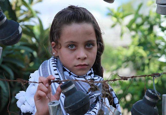 Essa garotinha de 10 anos percebeu a  ausência de jornalistas na Palestina  e decidiu cobrir os conflitos na região