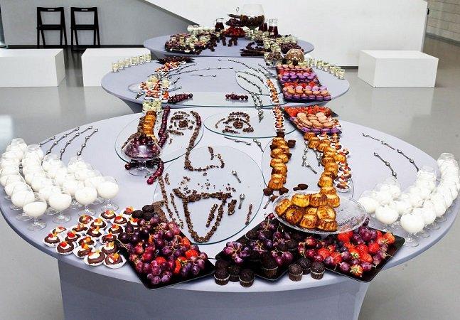 Essa arte com comida em perspectiva é de encher os olhos e dar água na boca