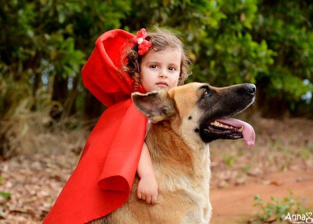 Chapeuzinho vermelho jamais se cansou de demonstrar amor.