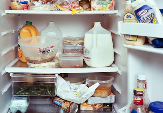 Projeto fotográfico registra o interior da  geladeira de pessoas de diferentes  origens, profissões e classes sociais