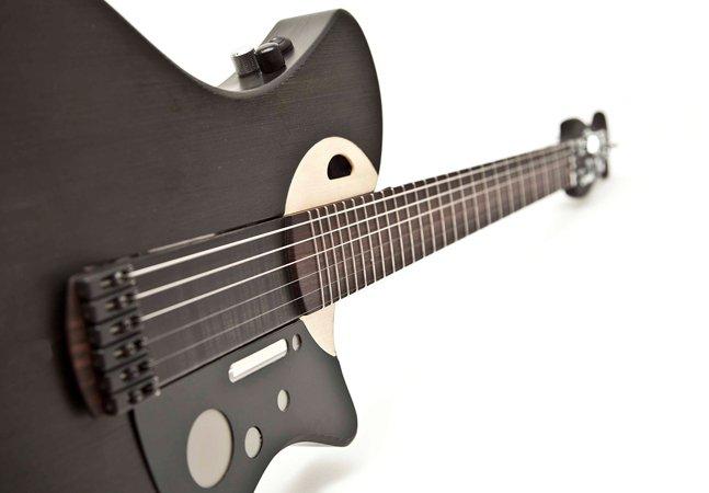 Guitarra inteligente já vem  com efeitos, sensores e  equipamentos de áudio embutidos