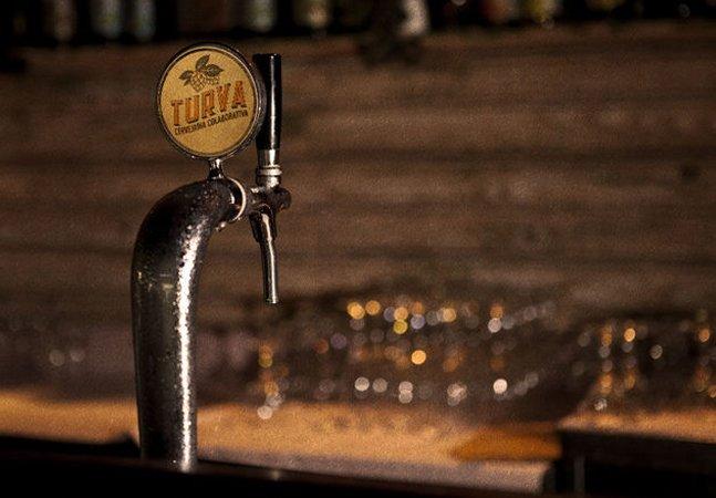 Cervejaria colaborativa conecta  quem bebe a quem produz para incentivar  o mercado artesanal e baixar preços