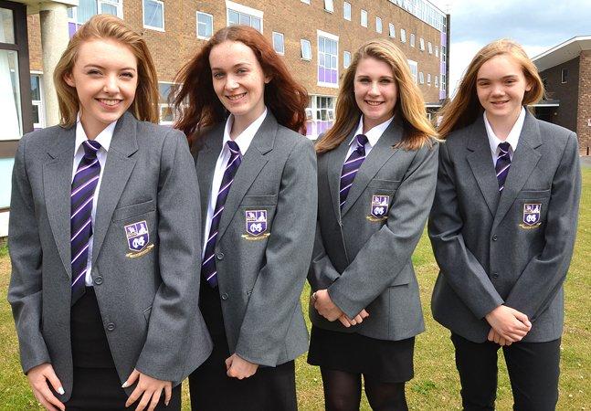 Escolas inglesas adotam  uniforme sem gênero; meninos  podem usar saia e meninas calça