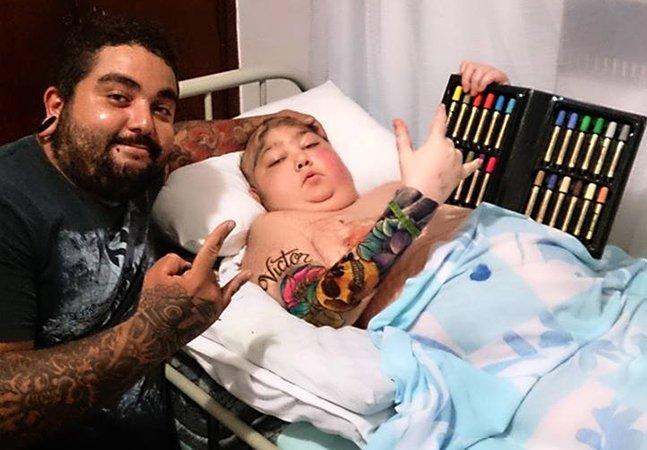 Tatuador mineiro realiza um dos últimos pedidos de menino com câncer