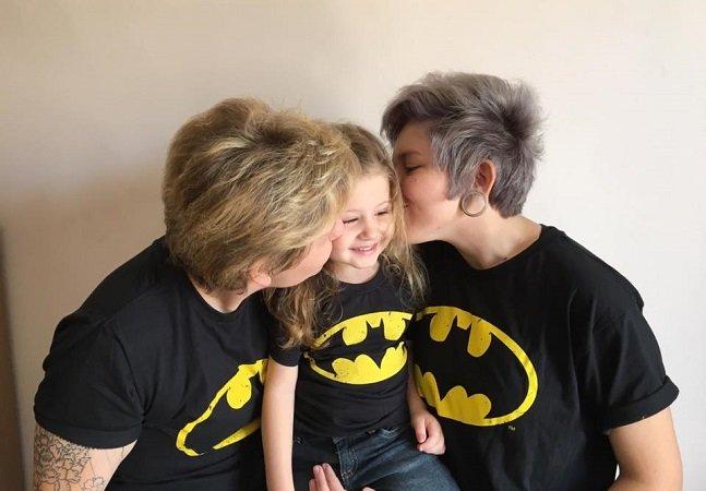 Casais estão postando fotos para mostrar as caras de aterrorizados de seus filhos por terem pais LGBT