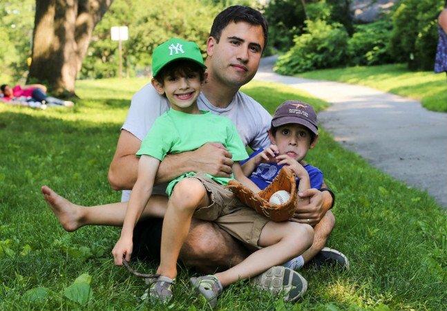 A maneira criativa e emocionante com que esse pai ensina educação financeira para os filhos vai te inspirar