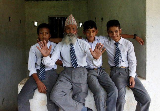 Aos 68 anos ele decidiu voltar para a escola para, finalmente, poder realizar o sonho de ser professor