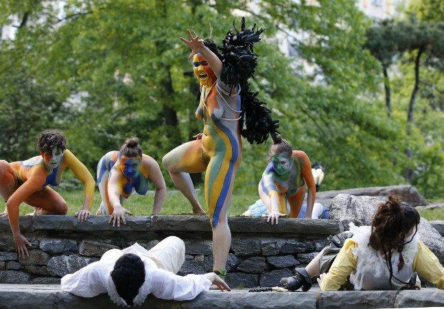Mulheres interpretam peça de Shakespeare nuas pela liberdade do corpo – e de expressão [NSFW]