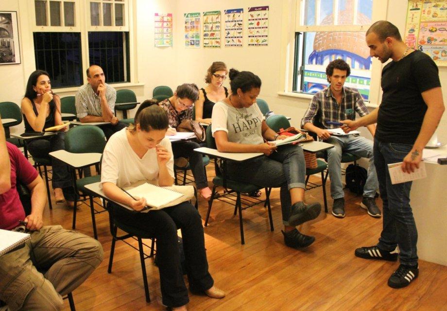 Refugiados oferecem curso intensivo  de idiomas e cultura em São Paulo