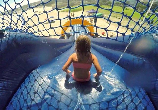 Para proteger crianças, agência cria toboágua que passa flitro solar nelas