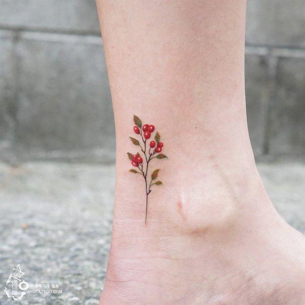 tiny-foot-tattoo-ideas-16-575015937e9af__605