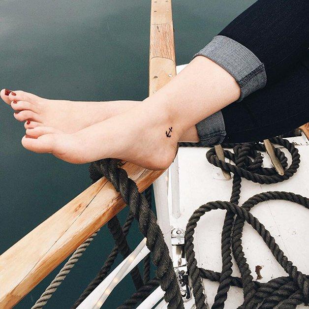 tiny-foot-tattoo-ideas-18-575015996e34b__605