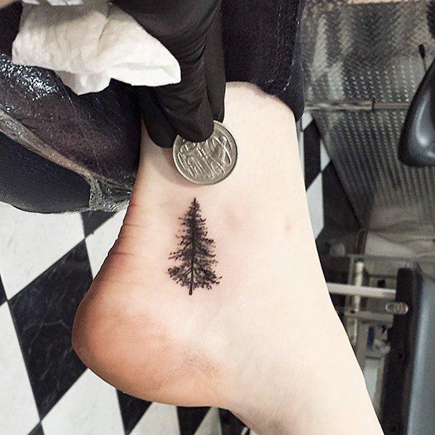 tiny-foot-tattoo-ideas-67-57513d31d0bd9__605