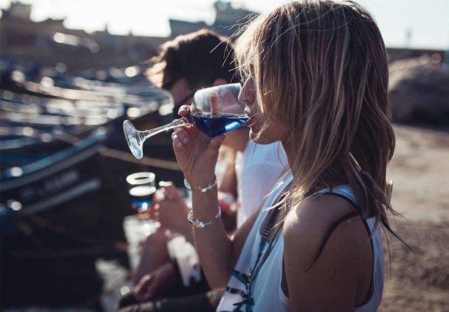 Agora você já pode beber vinho azul; entenda