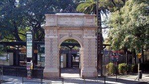 Fachada do Zoológico que agora será transformado em centro ecológico. Foto: Wikimedia Commons