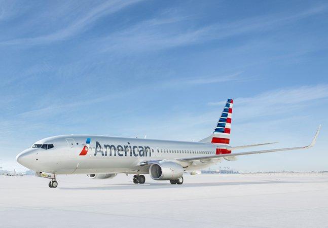 Voo atrasa depois que passageiros  descobrem que o avião é pilotado por  duas mulheres e resolverem descer