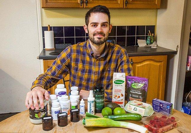 Ele optou por não fazer quimio e  diz estar vencendo um câncer cortando  carboidratos e mudando sua dieta