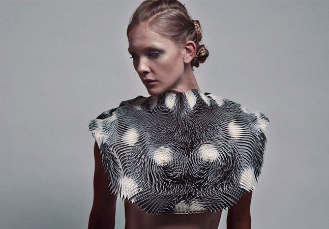 """Esta incrível roupa high-tech  """"reage""""e  se transforma ao ser  observada por outra pessoa"""