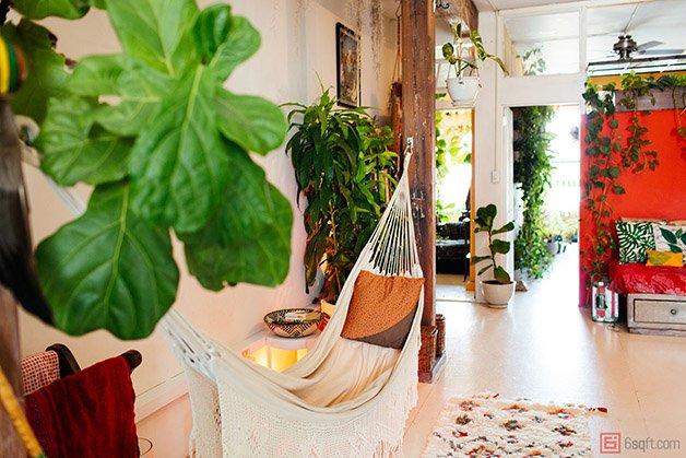 Summer-Rayne-Oakes-Plant-Filled-Apartment-in-Williamsburg-Brooklyn-hammock