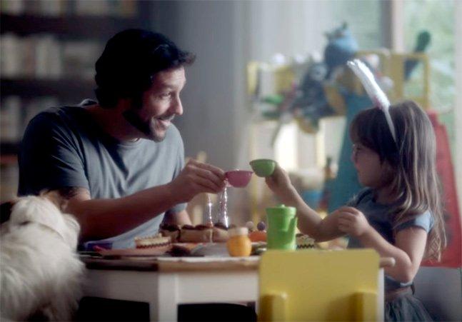 O Boticário homenageia padrastos em comercial emocionante de Dia dos Pais