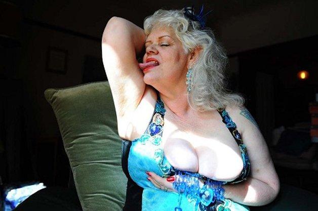burlesque6skngfakldsngl