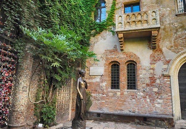 Casais homossexuais agora podem se casar no famoso cenário de Romeu e Julieta