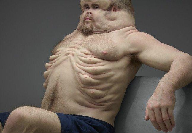 Escultura impactante mostra como seria um corpo humano capaz de sobreviver a acidentes de carro