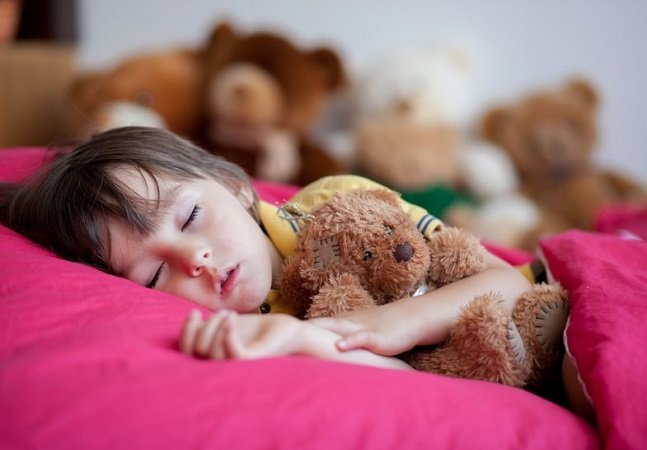 Pesquisa conclui que crianças que dormem cedo têm menos risco de sofrer com obesidade na adolescência