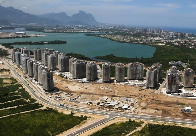 Diante de falhas na Vila Olímpica, desempregados aparecem para oferecer serviços e reparos