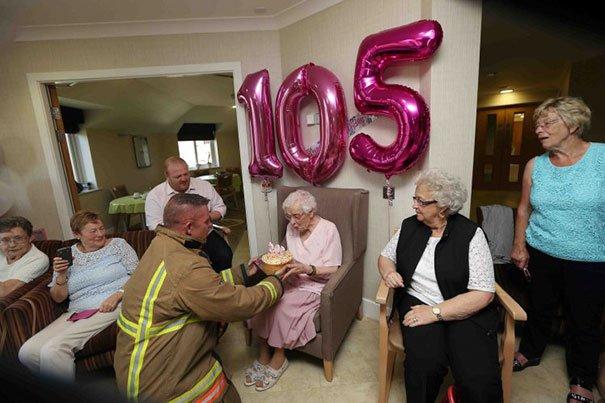 105-year-old-grandmother-birthday-wish-fireman-ivena-smailes-2