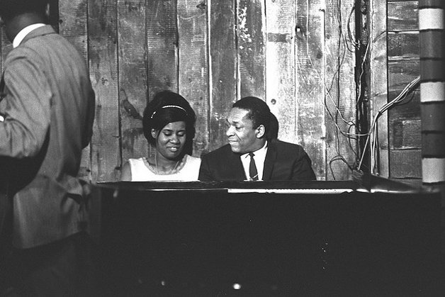Alice e John Coltrane trabalhando juntos