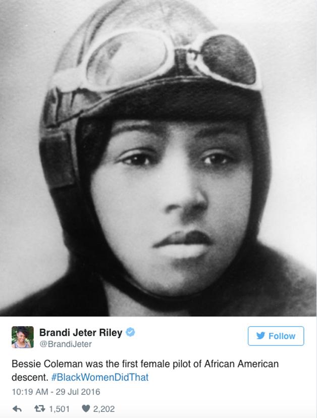 Bessie Coleman, a primeira mulher negra a pilotar um avião.