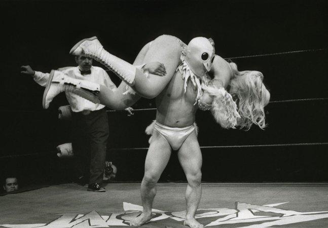 Fotógrafo misterioso faz cliques impactantes de cowboys, strippers, bombeiros e lutadores