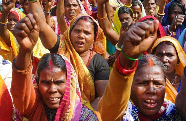 Mulheres indianas em protesto contra a prática de estupros no país
