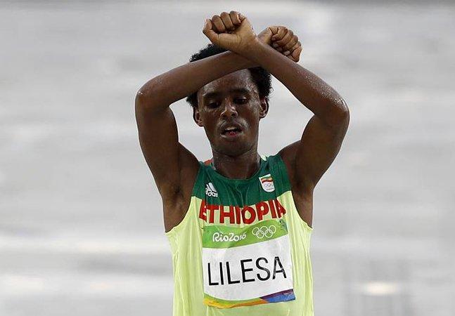 'Se voltar à Etiópia, talvez eles me matem', diz maratonista etíope que protestou nas olimpíadas do Rio
