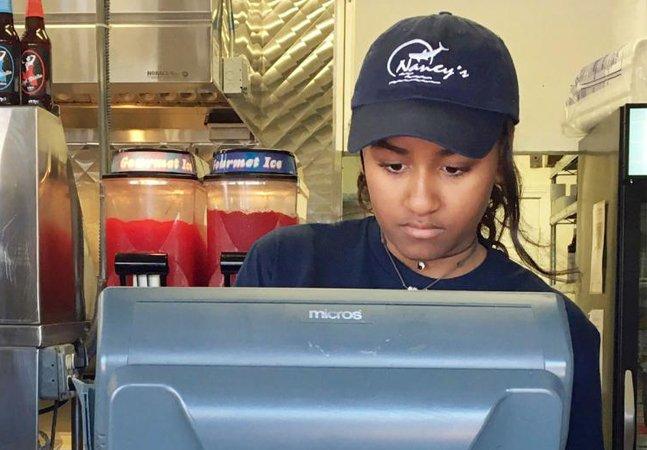 Filha de Barack Obama arruma freela de verão em restaurante ganhando 15 dólares por hora