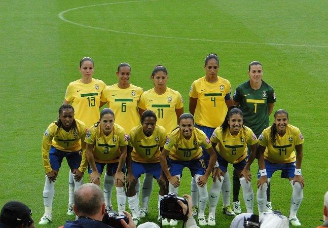 Seleção_brasileira_de_futebol_feminino,_03072011,_DSC00861