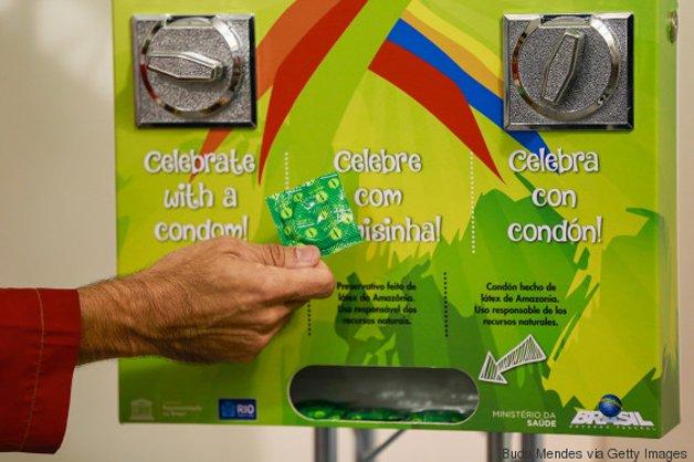 Máquina de camisinha da vila olímpica, no Rio