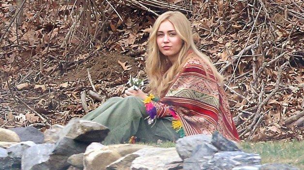Miley Cyrus caracterizada para a série