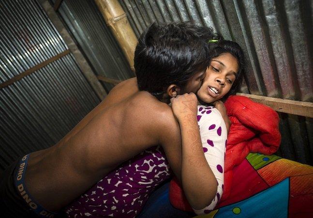 Fotos perturbadoras revelam como é a vida dentro de um bordel em Bangladesh