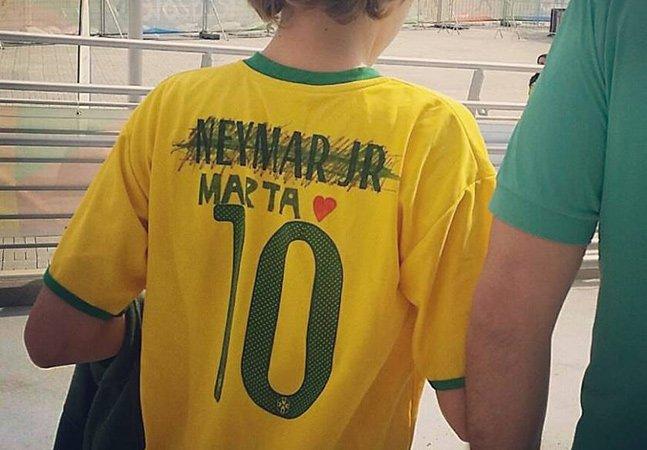 Garotinho troca nome de Neymar pelo de Marta e foto faz sucesso nas redes sociais