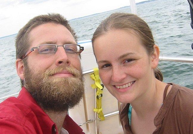 O que aconteceu com o casal que decidiu viver seis anos sem espelho