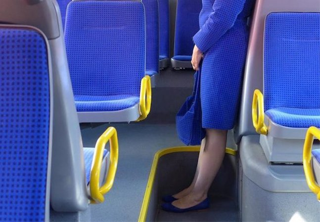 Artista inova e cria roupas com estampa de estofado de ônibus