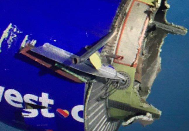 Passageiro registra foto assustadora de avião que perdeu parte do motor em pleno voo