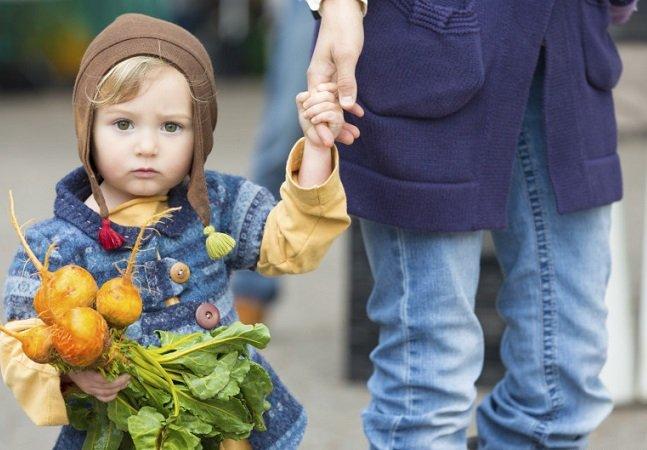 Medida polêmica quer instituir prisão de 4 anos para veganos que não deem carne aos filhos na Itália