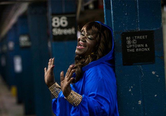 Aos 63 anos, mãe de atriz norte-americana que cantava no metro é a nova sensação da soul music