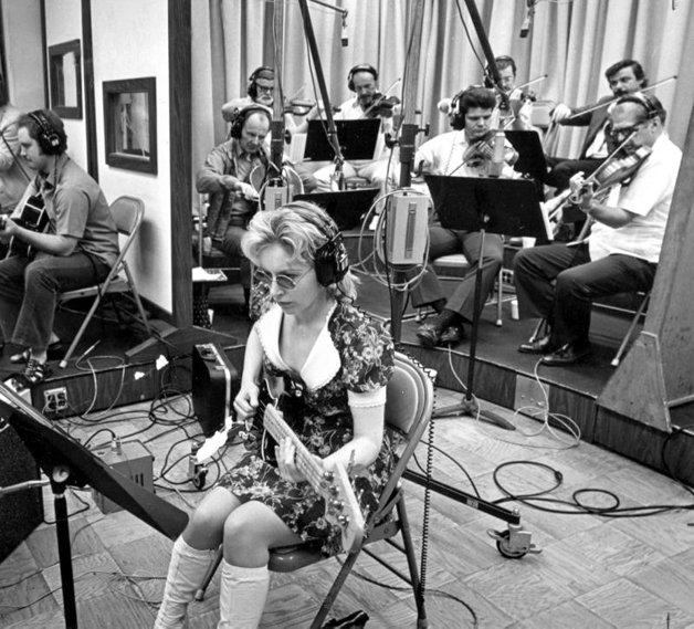 Carol com o Wrecking Crew, durante as gravações do Pet Sounds