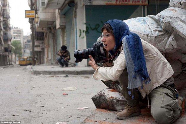 Andreja Restek trabalhando na Síria